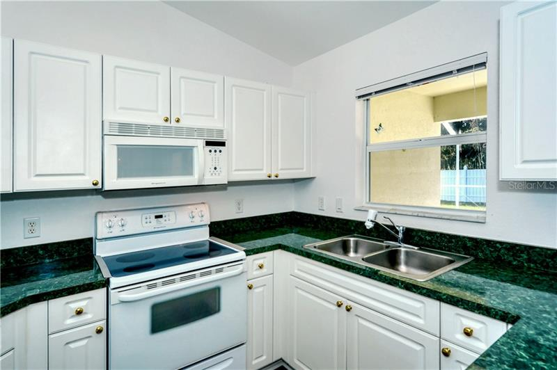 A4452127 Property Photo
