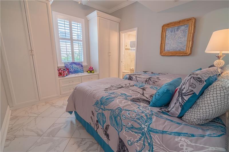N6107272 Property Photo