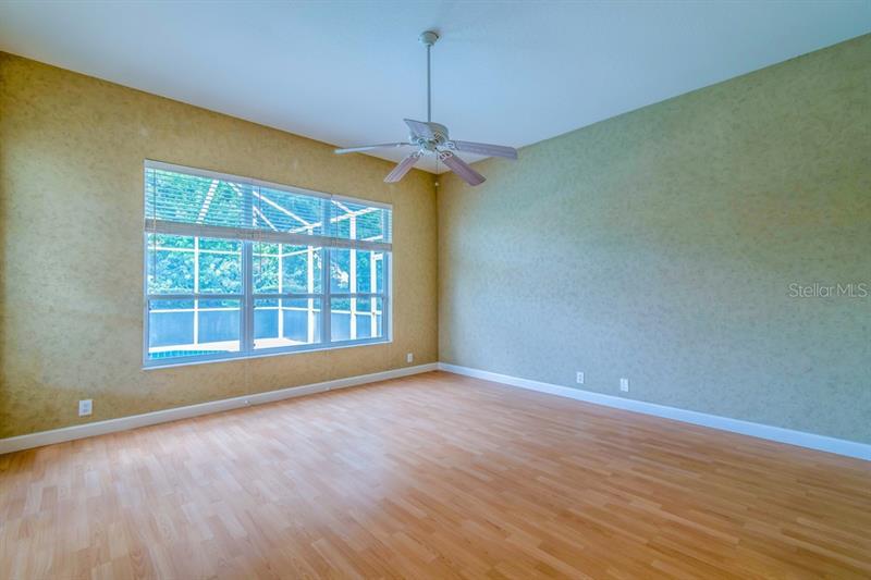 W7822265 Property Photo
